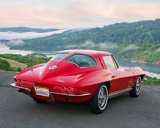 AUT 22 RK3685 01 © Kimball Stock 1963 Chevrolet Corvette Sting Ray Split-Window Red 3/4 Rear View In Hills