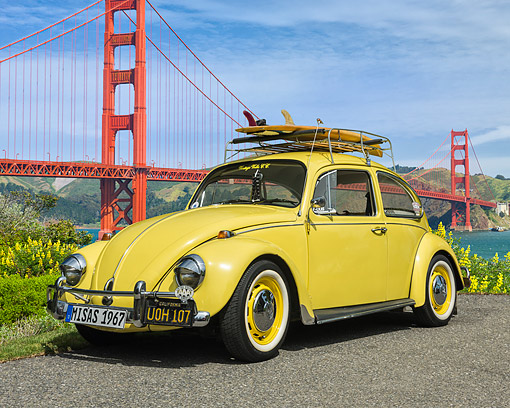 AUT 22 RK3755 01 © Kimball Stock 1967 Volkswagen Beetle Yellow With Surfboard By Golden Gate Bridge