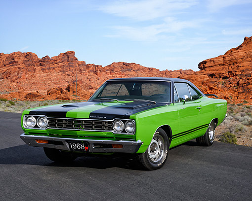 AUT 22 RK3817 01 © Kimball Stock 1968 Plymouth Road Runner 383 Sassy Grass Green 3/4 Front View In Desert