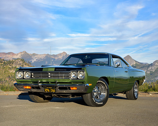 AUT 22 RK3827 01 © Kimball Stock 1969 Plymouth Road Runner 383 Green 3/4 Front View By Mountains