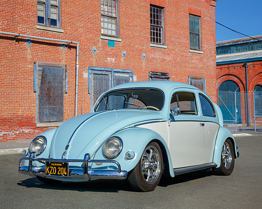 AUT 22 RK3846 01 © Kimball Stock 1962 Volkswagen Beetle Blue And White 3/4 Front View On Pavement By Building