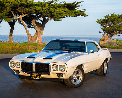 AUT 22 RK3857 01 © Kimball Stock 1969 Pontiac Firebird Trans AM White 3/4 Front View By Ocean