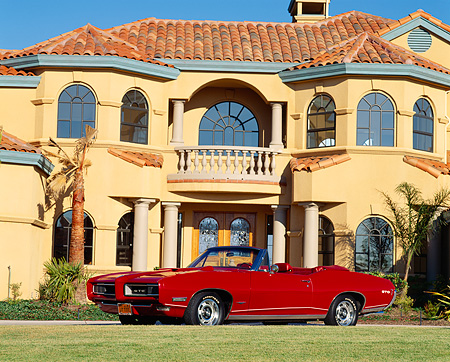 AUT 22 RK0314 12 © Kimball Stock 1968 Pontiac GTO Convertible Red 3/4 Side View On Grass By House