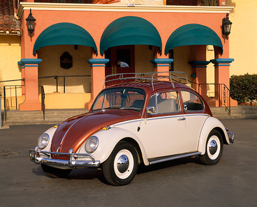 AUT 22 RK1001 08 © Kimball Stock 1965 VW Beetle Steel Sunroof Copper And White 3/4 Front View On Pavement