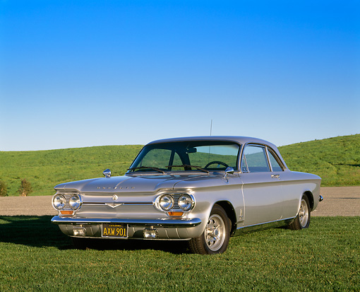 AUT 22 RK1386 01 © Kimball Stock 1964 Chevrolet Corvair Monza Sprint Silver 3/4 Front View On Grass