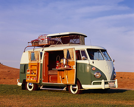 AUT 22 RK1754 02 © Kimball Stock 1965 VW Westfalia Camper White And Green