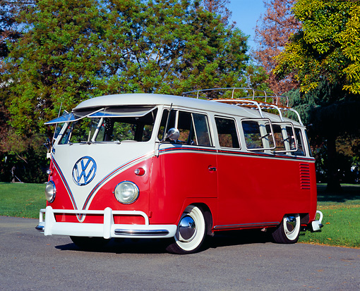 AUT 22 RK1925 01 © Kimball Stock 1961 Volkswagen Van 15 Window Deluxe Type II Red And White 3/4 Front View On Pavement By Trees