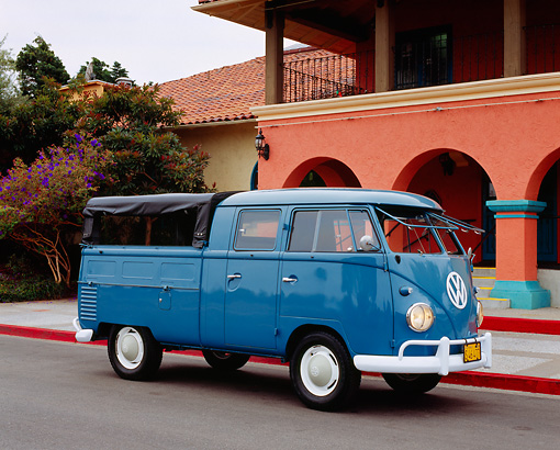 AUT 22 RK2073 04 © Kimball Stock 1960 Volkswagen Double Cab Dove Blue 3/4 Front View By Building