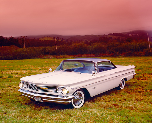 AUT 22 RK2148 02 © Kimball Stock 1960 Pontiac Bonneville White And Blue 3/4 Front View On Grass