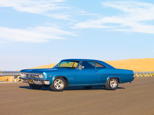 AUT 22 RK2671 01 © Kimball Stock 1966 Chevrolet Impala SS Coupe Blue 3/4 Front View By Hill