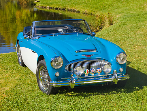 AUT 22 RK2711 01 © Kimball Stock 1963 Austin-Healey BJ7 3000 Convertbile Blue And White 3/4 Front View On Grass By Pond