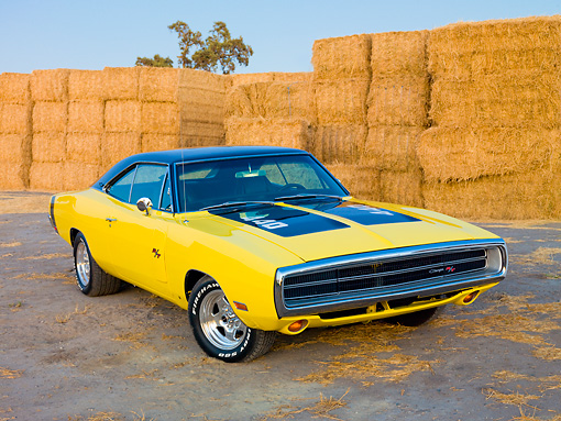 AUT 23 RK1910 01 © Kimball Stock 1970 Dodge Charger R/T Yellow And Black 3/4 Front View On Dirt By Straw Bales