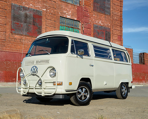 AUT 23 RK3531 01 © Kimball Stock 1971 Volkswagon Westfalia Camper Van White Cream 3/4 Front View By Building