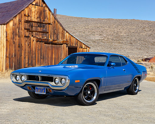 AUT 23 RK3557 01 © Kimball Stock 1972 Plymouth Road Runner 340 H/T Blue 3/4 Front View On Pavement By Building