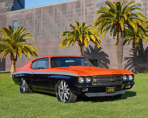 AUT 23 RK3574 01 © Kimball Stock 1970 Chevrolet Chevelle Orange And Black 3/4 Front View On Grass By Museum