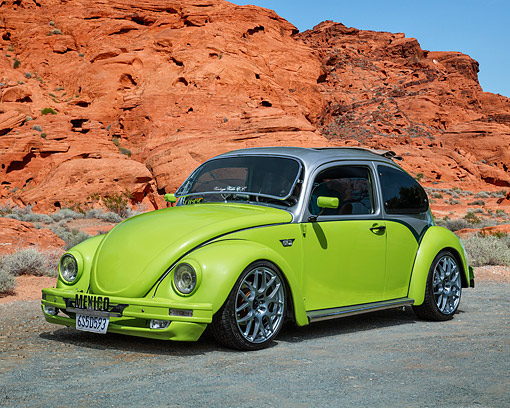 AUT 23 RK3706 01 © Kimball Stock 1972 Volkswagen Beetle Custom Green And Silver 3/4 Front View By Desert Rocks