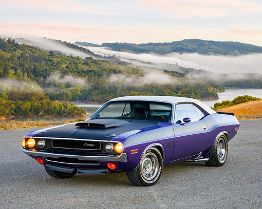 AUT 23 RK3745 01 © Kimball Stock 1970 Dodge Challenger T/A 340 Six Pack White And Plum 3/4 Front View By River