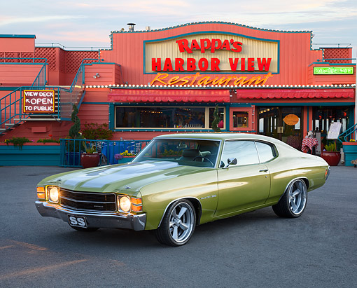 AUT 23 RK3764 01 © Kimball Stock 1971 Chevrolet Chevelle Malibu 350 Green 3/4 Front View By Restaurant