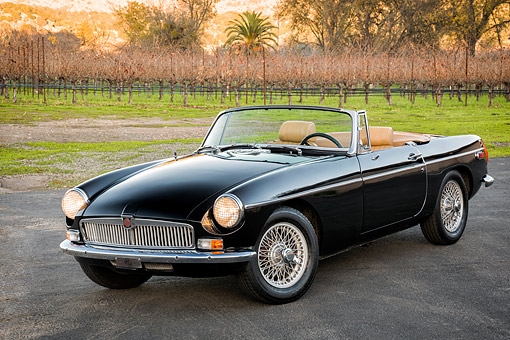 AUT 23 RK3781 01 © Kimball Stock 1971 MG MGB Roadster Black 3/4 Front View By Vineyard