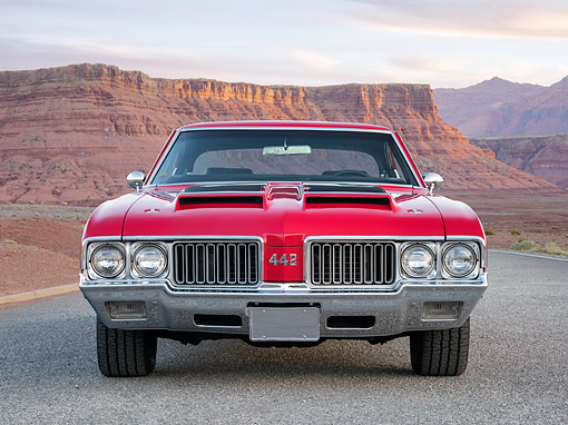AUT 23 RK3787 01 © Kimball Stock 1970 Oldsmobile 442 Red Front View In Desert