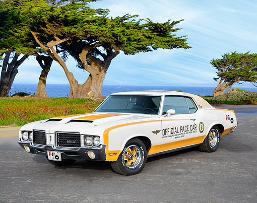 AUT 23 RK3792 01 © Kimball Stock 1972 Oldsmobile Hurst/Olds Official Indy 500 Pace Car Cream And Gold 3/4 Front View By Ocean