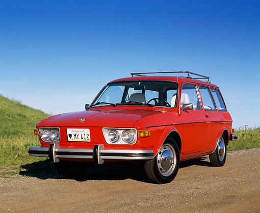 AUT 23 RK0413 04 © Kimball Stock 1974 VW 412 Estate Wagon Red Low 3/4 Front View On Dirt Blue Sky