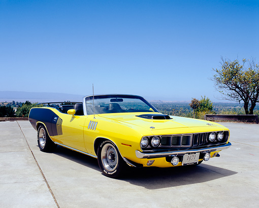 AUT 23 RK0928 04 © Kimball Stock 1971 Plymouth Hemi Cuda Convertible Yellow And Black 3/4 Front View On Pavement Blue Sky