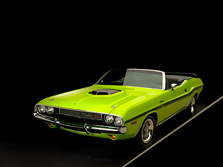 AUT 23 RK1040 01 © Kimball Stock 1970 Dodge Challenger Hemi Convertible Sublime 3/4 Front View Studio