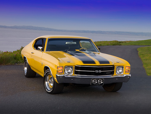 AUT 23 RK1170 01 © Kimball Stock 1971 Chevrolet Chevelle Yellow Black Stripe 3/4 Front View On Pavement