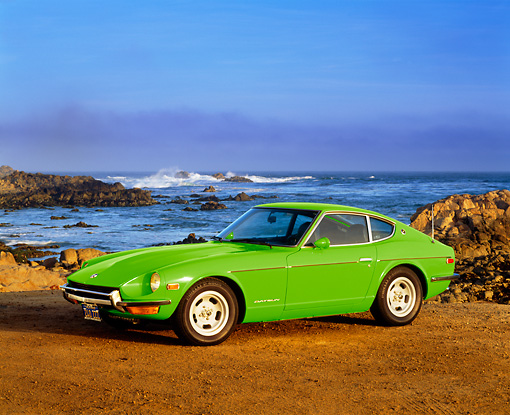 AUT 23 RK1638 01 © Kimball Stock 1971 Datsun 240Z Sport Green 3/4 Front View By Ocean