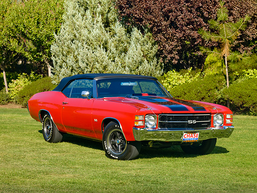 AUT 23 RK1721 01 © Kimball Stock 1971 Chevrolet Chevelle SS Red And Black 3/4 Front View On Grass By Trees