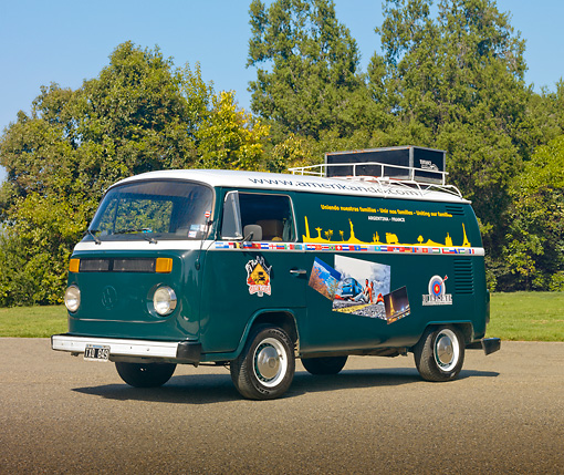 AUT 24 RK0163 01 © Kimball Stock 1982 VW Bus