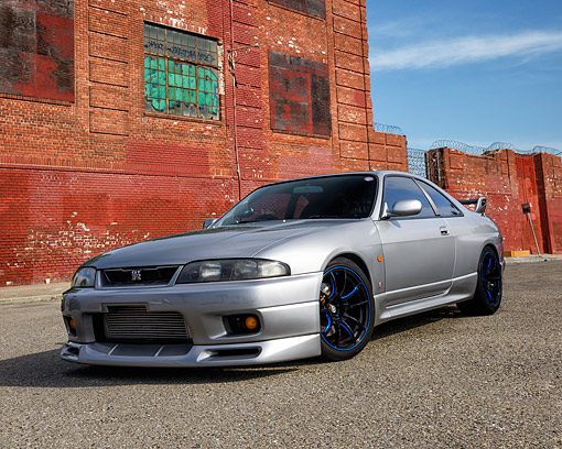 AUT 25 RK1438 01 © Kimball Stock 1996 Nissan Skyline GTR Silver 3/4 Front View By Building