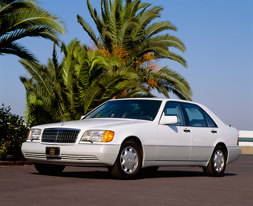 AUT 25 RK0206 03 © Kimball Stock 1992 Mercedes-Benz 300SE White 3/4 Front View On Pavement By Palm Trees