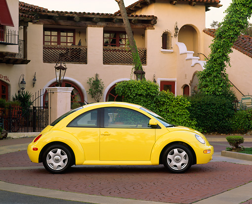AUT 25 RK0694 05 © Kimball Stock 1998 Volkswagen New Beetle Yellow Profile By Spanish Building