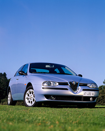 AUT 25 RK0941 05 © Kimball Stock 1997 Alfa Romeo 156 Blue Low 3/4 Front View On Grass Blue Sky