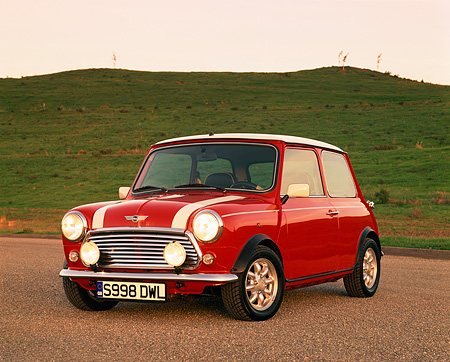 AUT 25 RK1218 03 © Kimball Stock 1998 Mini Cooper European Edition Red And White 3/4 Front View On Pavement By Grass Hill