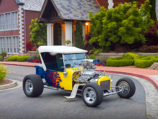 AUT 26 RK3043 01 © Kimball Stock 1923 Ford T-Bucket Hot Rod Blue With Yellow Flames 3/4 Front View On Pavement By House