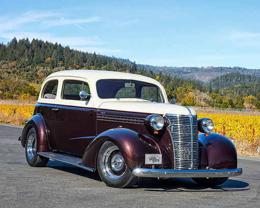 AUT 26 RK3495 01 © Kimball Stock 1938 Chevrolet 2-Door Sedan Hot Rod With 454 Engine 3/4 Front View By Vineyard