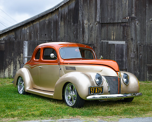 AUT 26 RK3512 01 © Kimball Stock 1939 Ford Coupe Hot Rod Orange And Sand 3/4 Front View By Barn