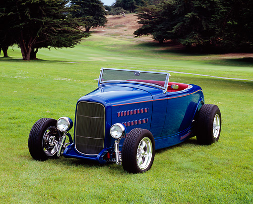 AUT 26 RK0499 01 © Kimball Stock 1932 Ford Roadchamp 351 Windsor Blue 3/4 Front View On Grass
