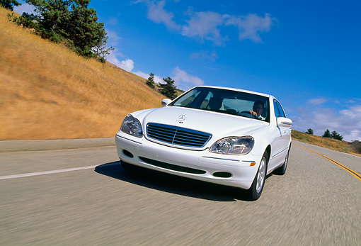 AUT 29 RK0426 08 © Kimball Stock 2000 Mercedes-Benz 500S White 3/4 Front View On Road In Motion