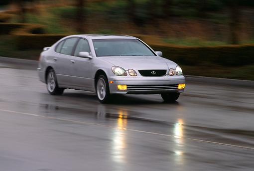 AUT 29 RK0049 01 © Kimball Stock 1998 Lexus GS400 Silver 3/4 Front View On Wet Road In Motion