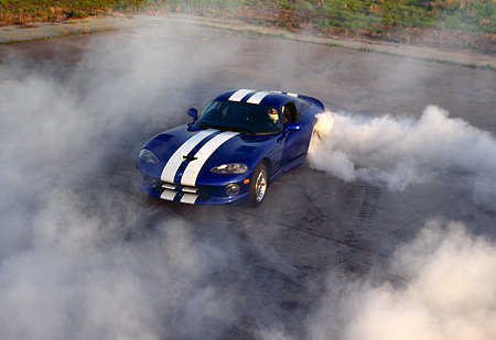 AUT 29 RK0332 11 © Kimball Stock Overhead Shot Of A 1997 Dodge Viper Blue White Stripe Burning Out With Lots Of Smoke