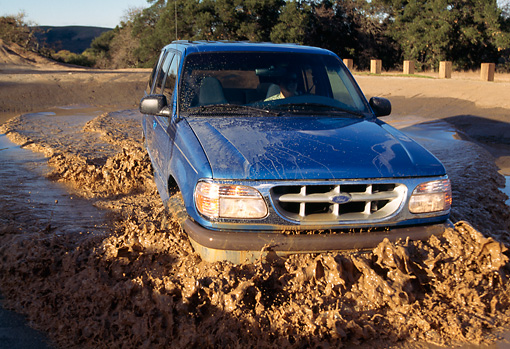 AUT 29 RK0392 14 © Kimball Stock 1996 Ford Explorer Blue Head On View In Muddy Water