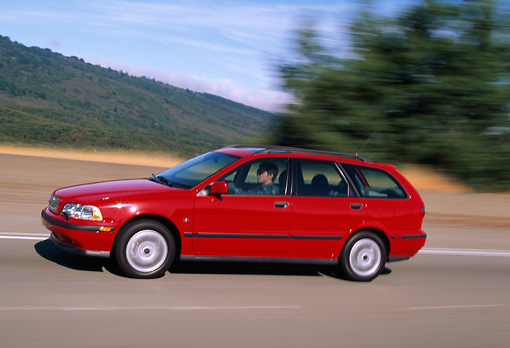 AUT 29 RK0404 05 © Kimball Stock 2001 Volvo V40 Red 3/4 Side View On Road In Motion