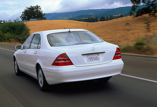 AUT 29 RK0431 14 © Kimball Stock 2000 Mercedes-Benz 500S White 3/4 Rear View On Road In Motion