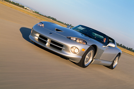 AUT 29 RK0550 04 © Kimball Stock 1998 Dodge Viper RT-10 Silver 3/4 Front View On Road In Motion