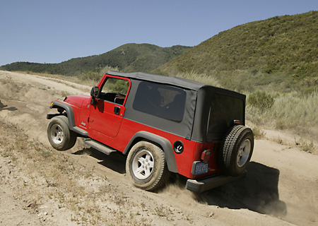 AUT 29 RK0792 01 © Kimball Stock 2004 Jeep Wrangler Red