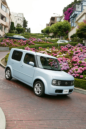 AUT 29 RK0992 01 © Kimball Stock 2004 Nissan Cube Light Blue 3/4 Front View Descending Lombard Street San Francisco
